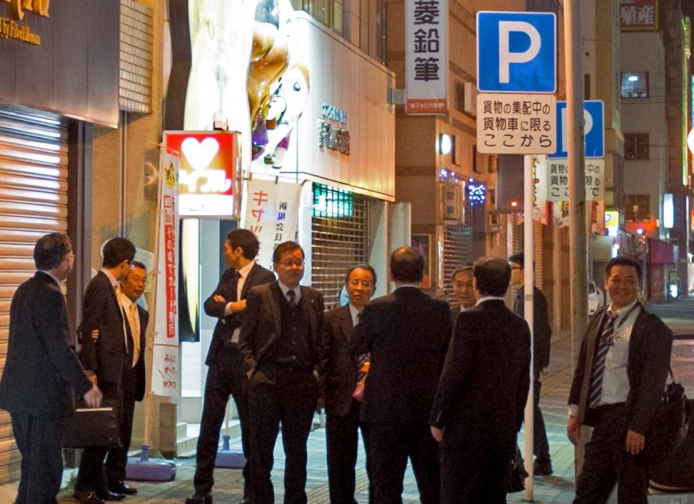 salary men nuit tokyo japon
